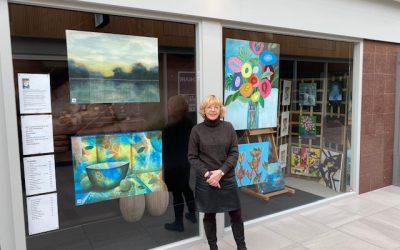 Jeanny van der Sanden maakt prachtige etalage in de Els.